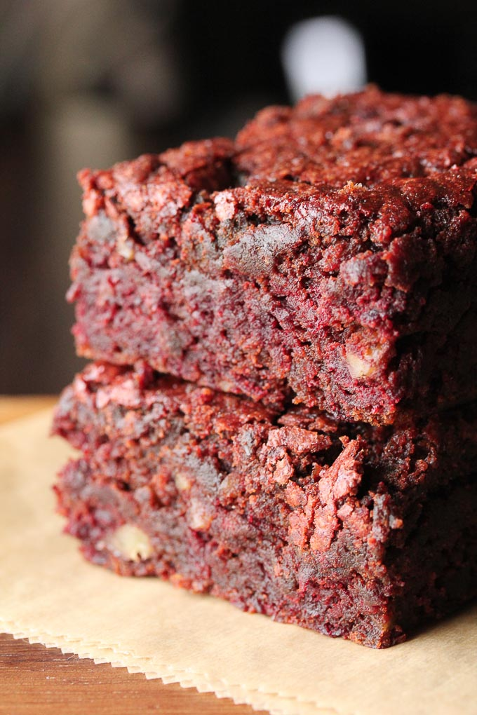 Moist and Chocolatey Vegan Red Velvet Brownies-an easy, healthy way to get your chocolate fix!