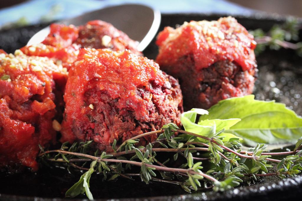 "Vegan ""Meatballs"" in marinara"