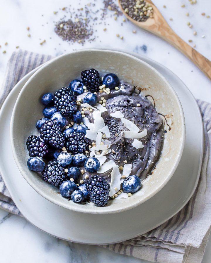 Blueberry and Spirulina Smoothie Bowl